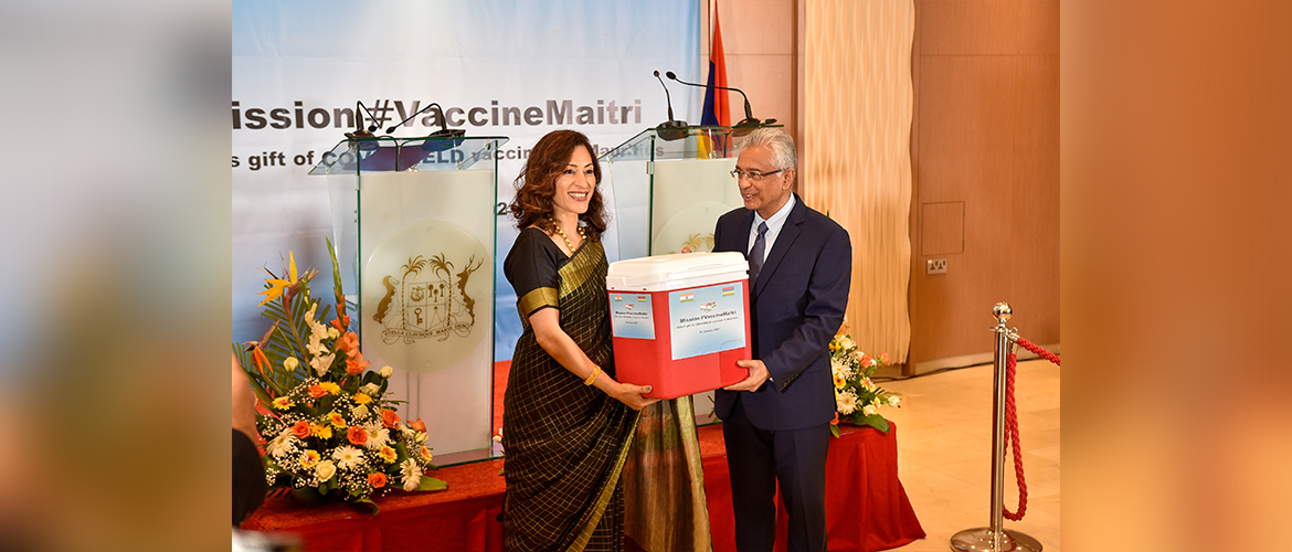 High Commissioner handed over 100,000 doses of COVID-19 vaccines sent from India to the people and Government of Mauritius to Hon. PM Pravind Kumar Jugnauth<br/> Mission #VaccineMaitri