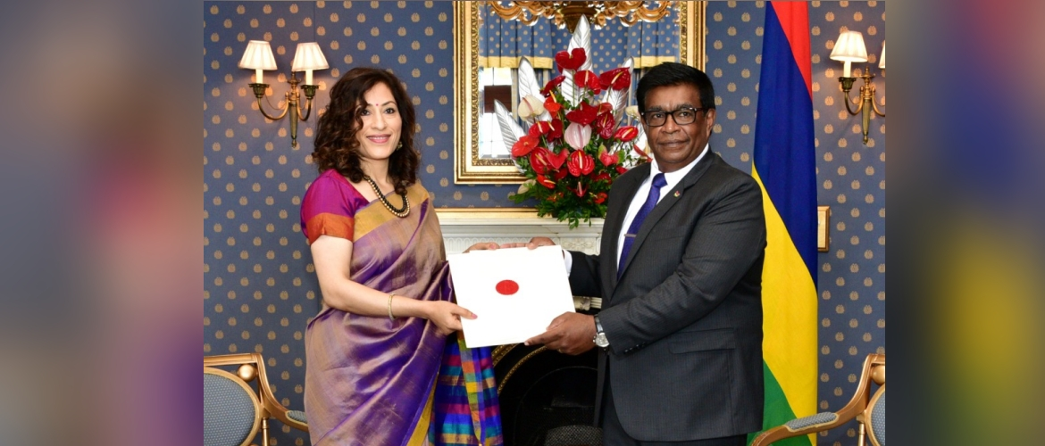 High Commissioner H.E.Mrs K.Nandini Singla presented her credentials to President H.E.Prithvirajsing Roopun