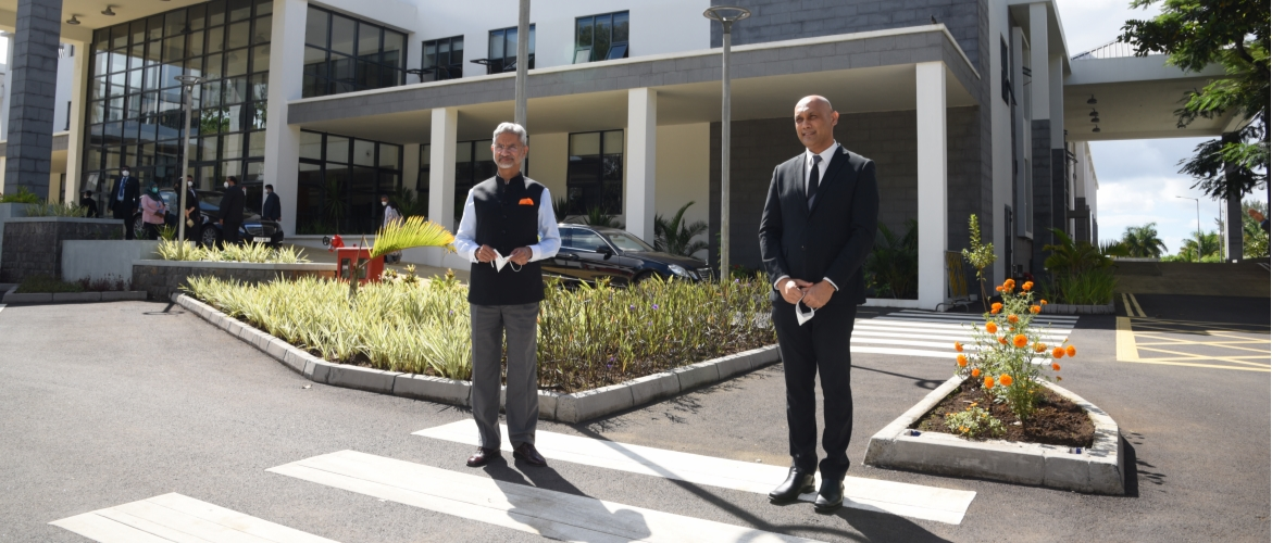 Visit of EAM Dr. S. Jaishankar to Mauritius (22-23 Feb 2021)<br> A visit to the ENT Hospital by EAM Dr S. Jaishankar